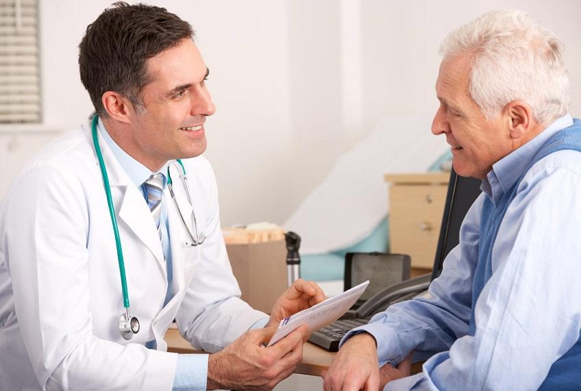 Médecin avec son patient